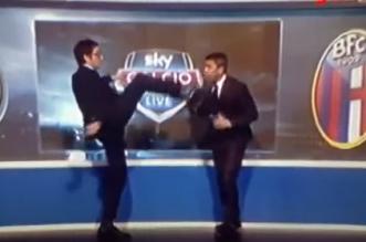بالفيديو.. مذيع يركل لاعب كرة في وجهه على الهواء مباشرة - المواطن