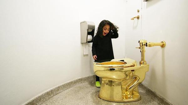 مرحاض ذهبي