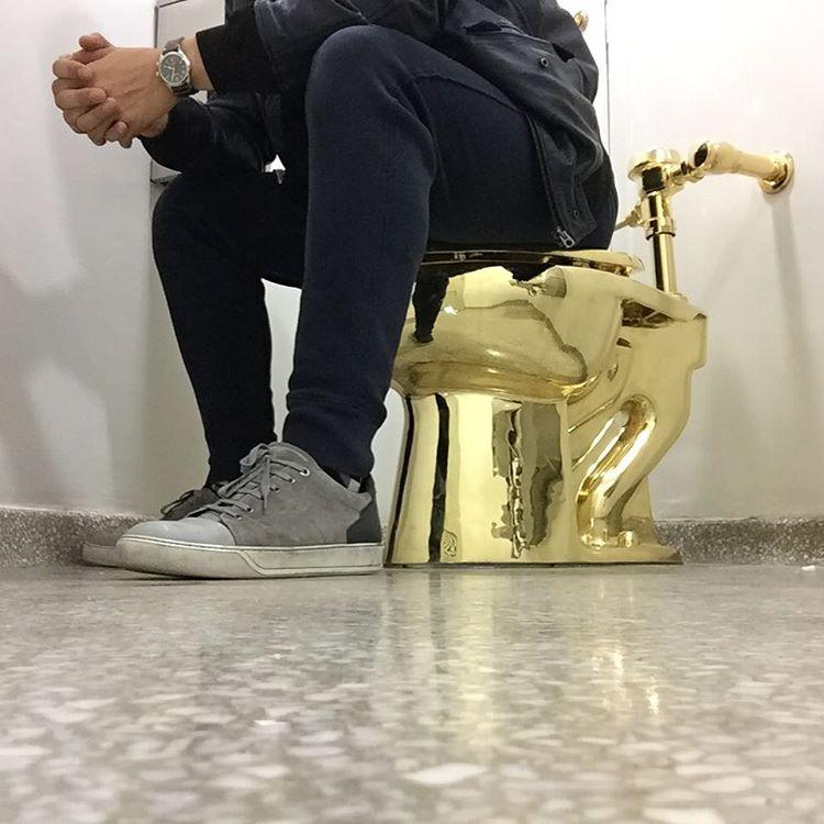 مرحاض ذهبي2