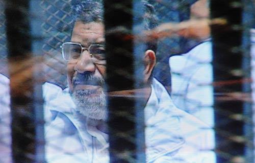 تأجيل محاكمة مرسي و10 آخرين لاتهامهم بالتخابر