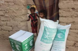 بالصور.. مركز الملك سلمان للإغاثة يوزع 700 سلة غذائية في 3 أحياء بمأرب - المواطن