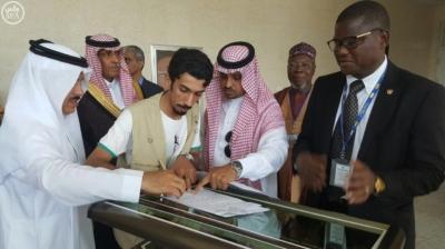 مركز الملك سلمان للإغاثة يسلم هدية المملكة من التمور لجمهورية غانا