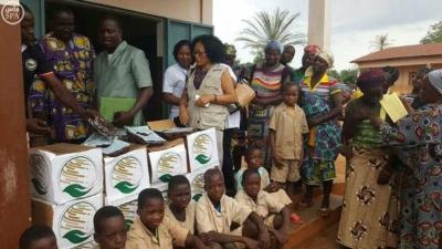 مركز الملك سلمان للإغاثة يقدم 72 طنًا من التمور لبرنامج الأغذية العالمي2