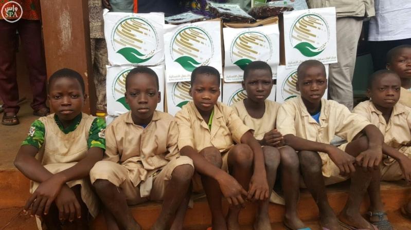 مركز الملك سلمان للإغاثة يقدم 72 طنًا من التمور لبرنامج الأغذية العالمي5