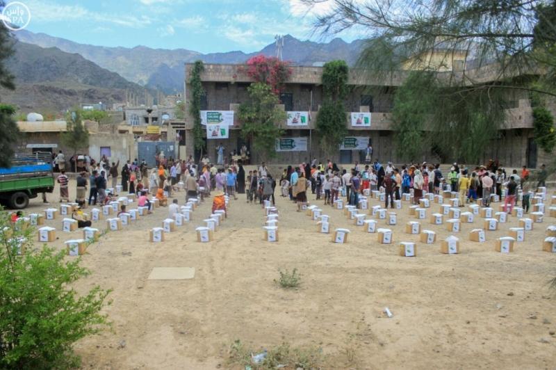 مركز الملك سلمان للإغاثة يوزع 13500سلة (1) 