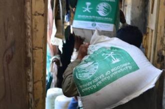 مركز الملك سلمان للإغاثة يوزع 3500 كرتون تمور بقرى المخا - المواطن