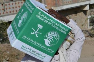 مركز الملك سلمان للإغاثة يوزع 3000 كرتون من التمور في قرى تعز - المواطن