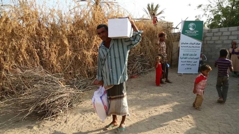 مركز الملك سلمان للإغاثة يواصل توزيع السلال الغذائية في الحديدة