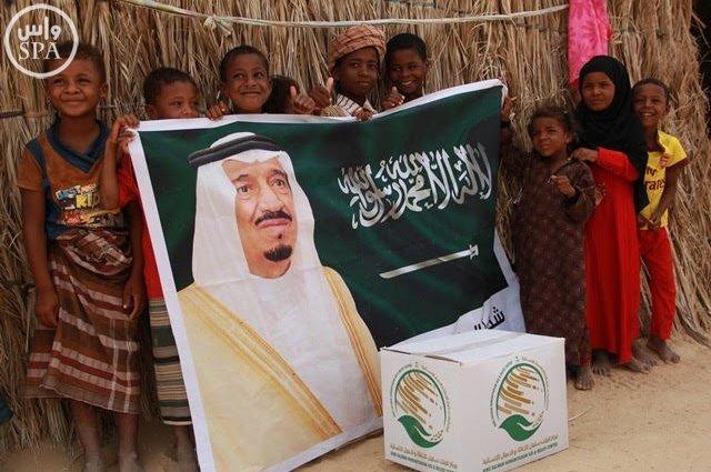 مركز الملك سلمان للإغاثة يوزع 900 سلة غذائية  (1) 