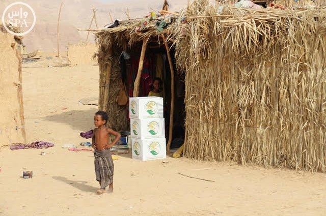 مركز الملك سلمان للإغاثة يوزع 900 سلة غذائية  (257786869) 