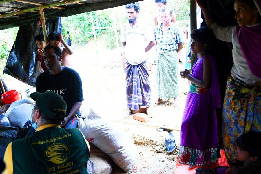بالصور.. فريق مركز الملك سلمان يواصل تفقد مخيمات اللاجئين الروهينجا لتقييم الاحتياجات الطارئة - المواطن