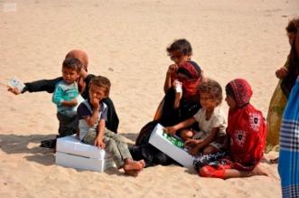 مركز الملك سلمان للإغاثة يوزع 8500 كرتون تمر للنازحين بصحراء العبر من صعدة والجوف - المواطن