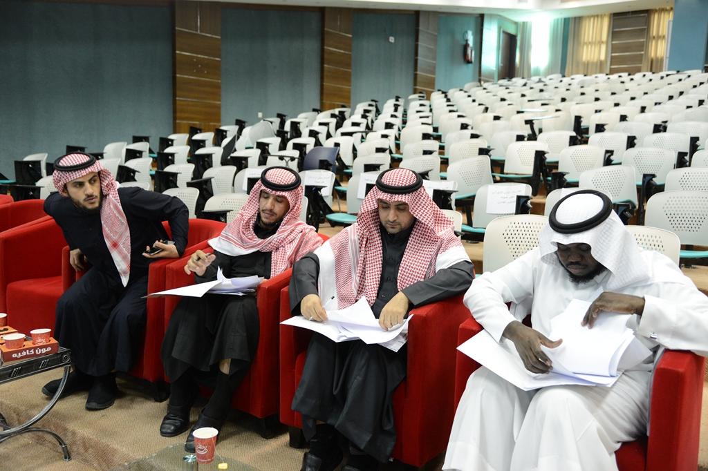 مركز موهبة والابداع بجامعة الملك خالد يحكم ابتكارات طلابه (3)
