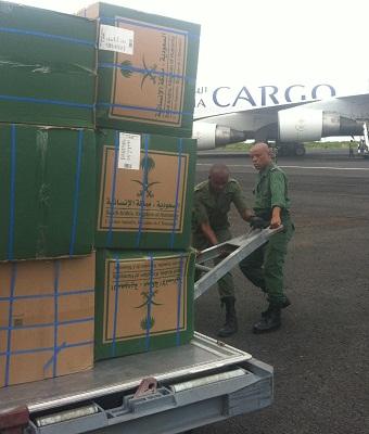 طائرة المساعدات السعودية الثانية تصل لمنكوبي جزر القمر - المواطن