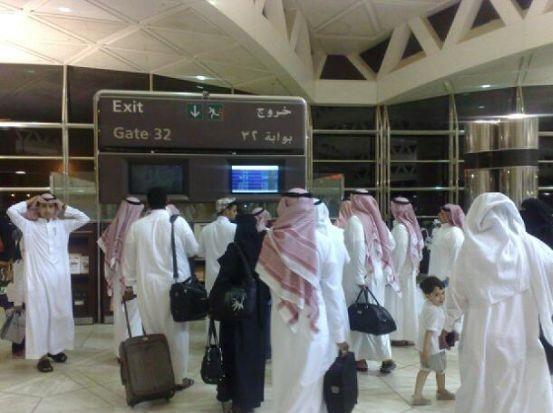 مسافرين-بالمطار