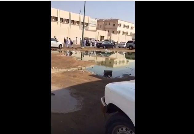 مستنقع مجاري امام مدرسة سعد بن معاذ