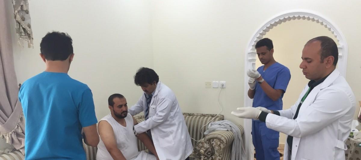 فِرَق الطب المنزلي تُواصل متابعتها لعلاج مصابي تفجير مسجد الطوارئ بعسير - المواطن