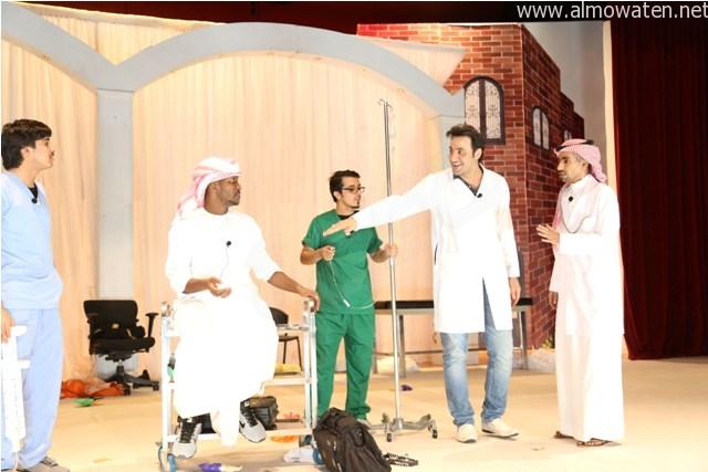 شاهد ..  مسرحية المنحاشين تشعلل مسرح جامعة دار العلوم في فعالية العيد