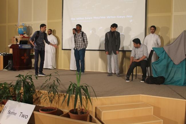 مسرحية طلاب اداب جلمعة الملك فيصل (4)