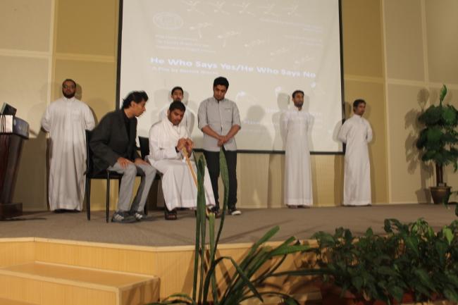 مسرحية طلاب اداب جلمعة الملك فيصل (6)