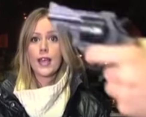 مسلح-يشهر-مسدس