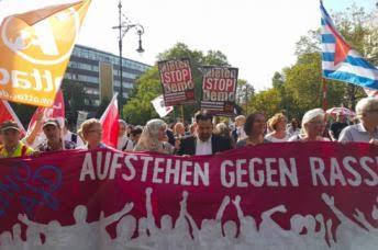 مسلمون يشاركون في مسيرة حاشدة ضد العنصرية في ألمانيا