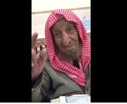 بالفيديو.. مسن سعودي تجاوز الـ100 عام يختم القرآن كل 3 أيام