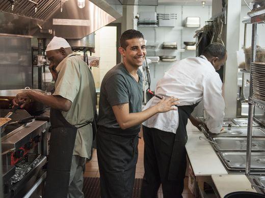 مسيحي في مطعم سعودي بأمريكا (1)