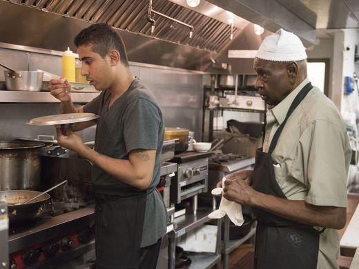 مسيحي في مطعم سعودي بأمريكا (3)
