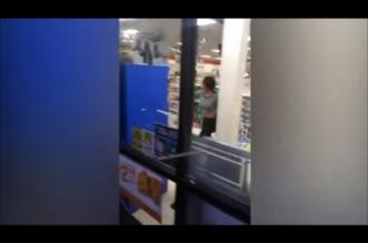 شاهد.. مشاجرة عنيفة بين سيدتين ورجال أمن داخل متجر - المواطن