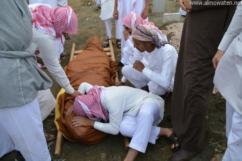 مشاهد مؤلمة في تشييع الشهداء في عسير (6)