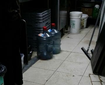 مصادرة ١٤٩٠ كجم من المواد الغذائية الفاسدة ببلدية الظهران (2)