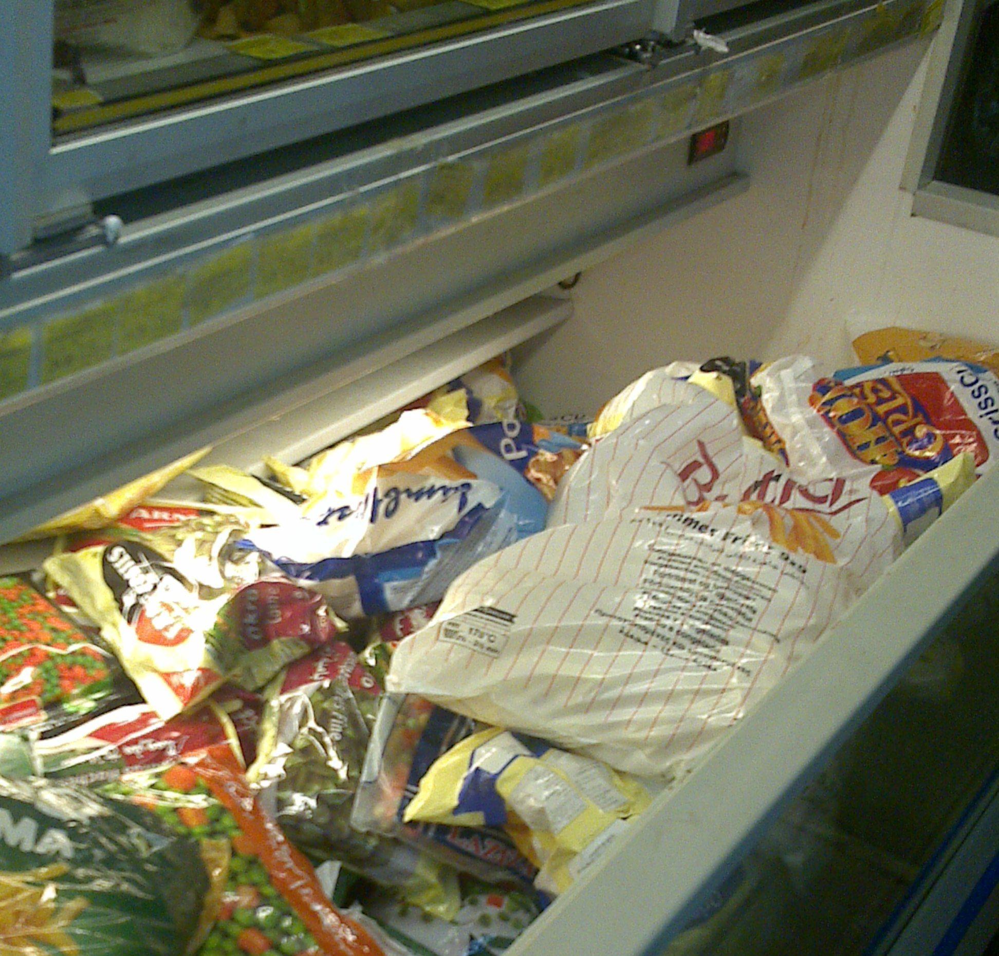 مصادرة ١٤٩٠ كجم من المواد الغذائية الفاسدة ببلدية الظهران (4)