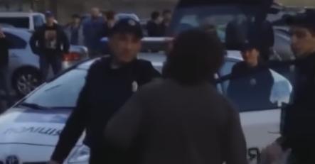 مصارعة مع الشرطة