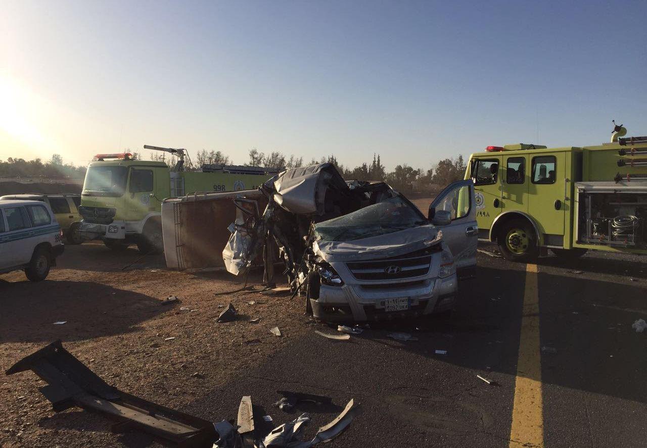 مصرع معلمة واصابات بحادث مروري لباص معلمات بتبوك (1)