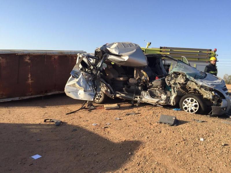 مصرع معلمة واصابات بحادث مروري لباص معلمات بتبوك (3)