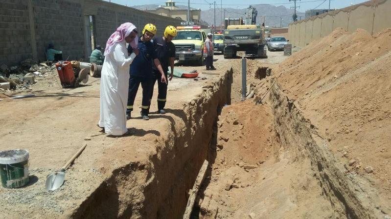 مصرع وافد اثر انهيار حفرة صرف بنجران (2)