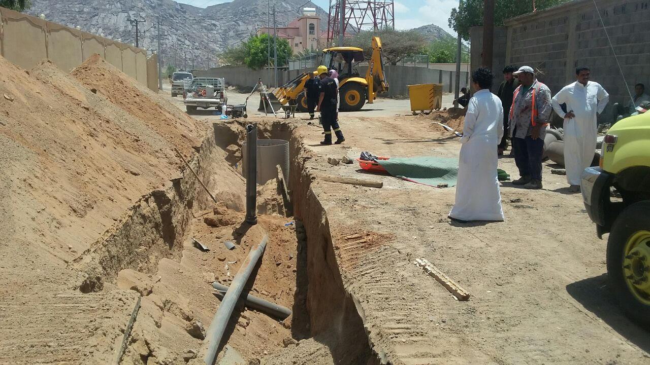 مصرع وافد اثر انهيار حفرة صرف بنجران (3)
