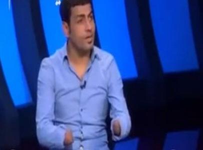 مصري-يقطع-يديه