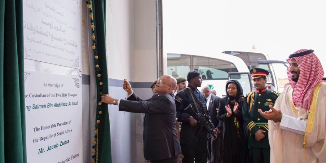 صور رئيس جنوب إفريقيا و #محمد_بن_سلمان في مصنع القذائف