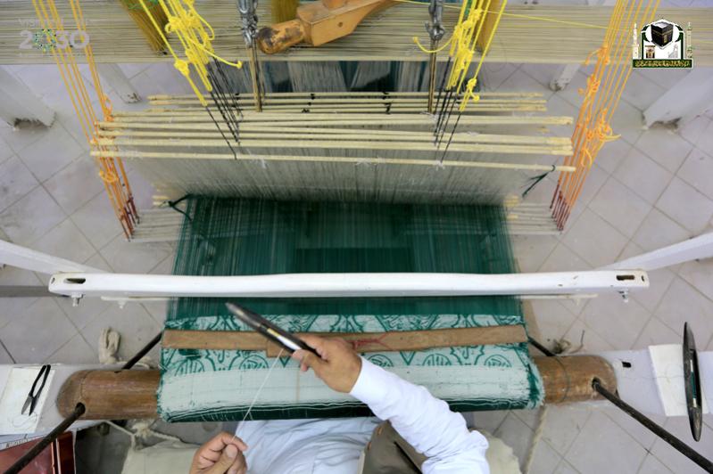 مصنع الكعبة الشريفة حيك كسوة الكعبة صحيفة المواطن بأيدي سعودية في مكة المكرمة