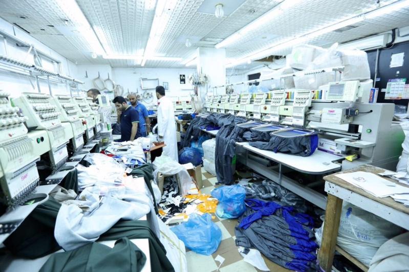 مصنع ملابس يغش العلامات التجارية