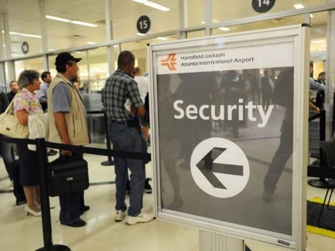 مطارات امريكا اكتشف حسابات فيسبوك