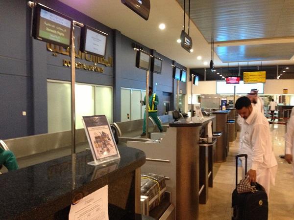 مطار #الطائف .. كاونترات خالية وزحام وتعامل غير لائق - المواطن