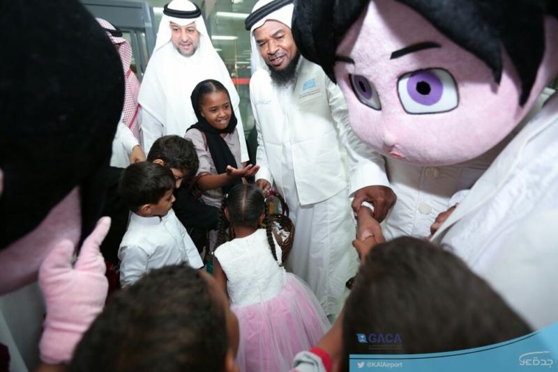 مطار الملك عبد العزيز يُشارك مسافريه فرحة العيد (371035885) 