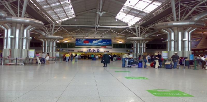 مطار لشبونة