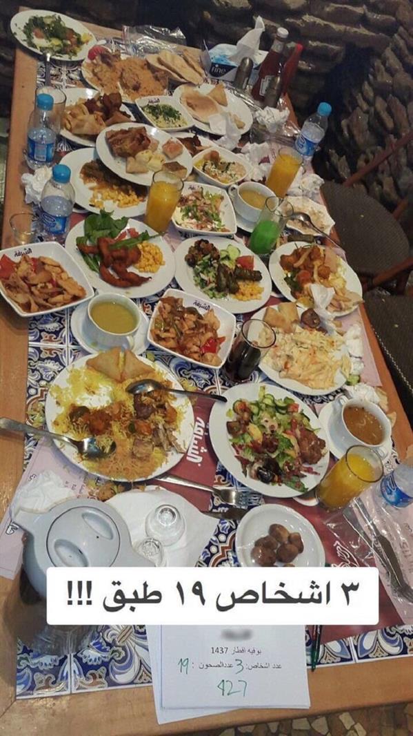 مطعم يوثق إسراف الزبائن (1)