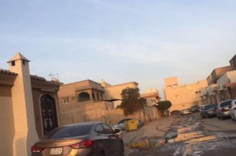 بالصور.. وعورة الطرق ومياه الصرف تؤرق حياة أهالي حي ديراب بالرياض - المواطن