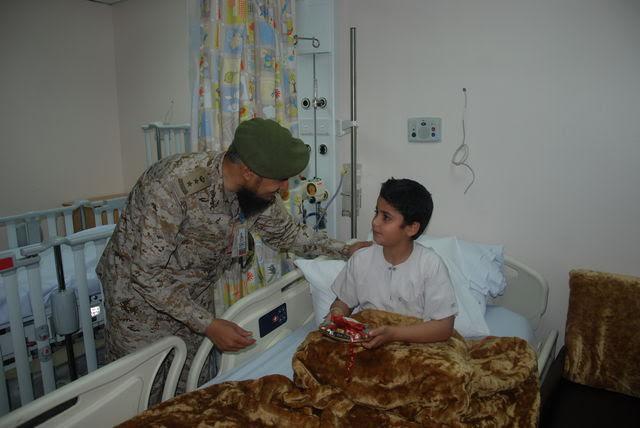 معايدة المرضى بمستشفيات القوات المسلحة بالجنوب (371034527) 