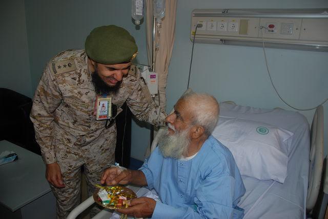 معايدة المرضى بمستشفيات القوات المسلحة بالجنوب (371034528) 